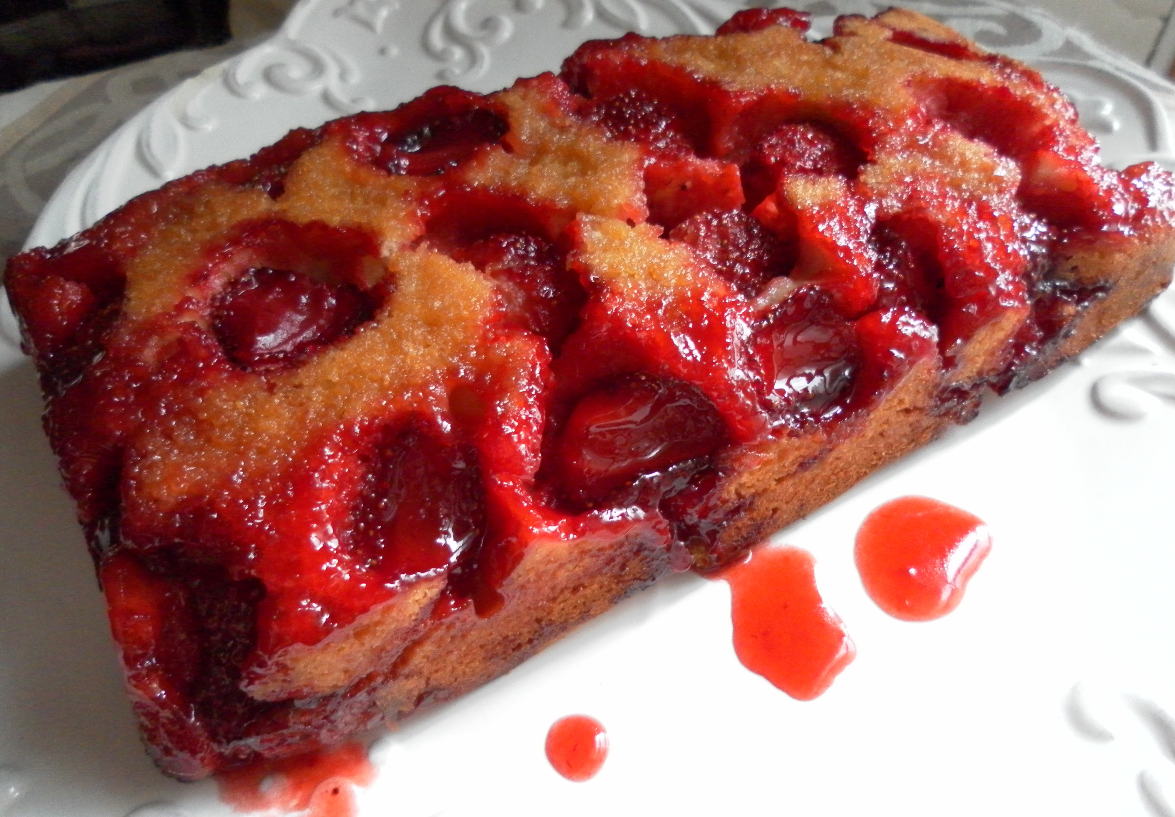 Strawberry Upside-Down Cake | Yummy Chunklet