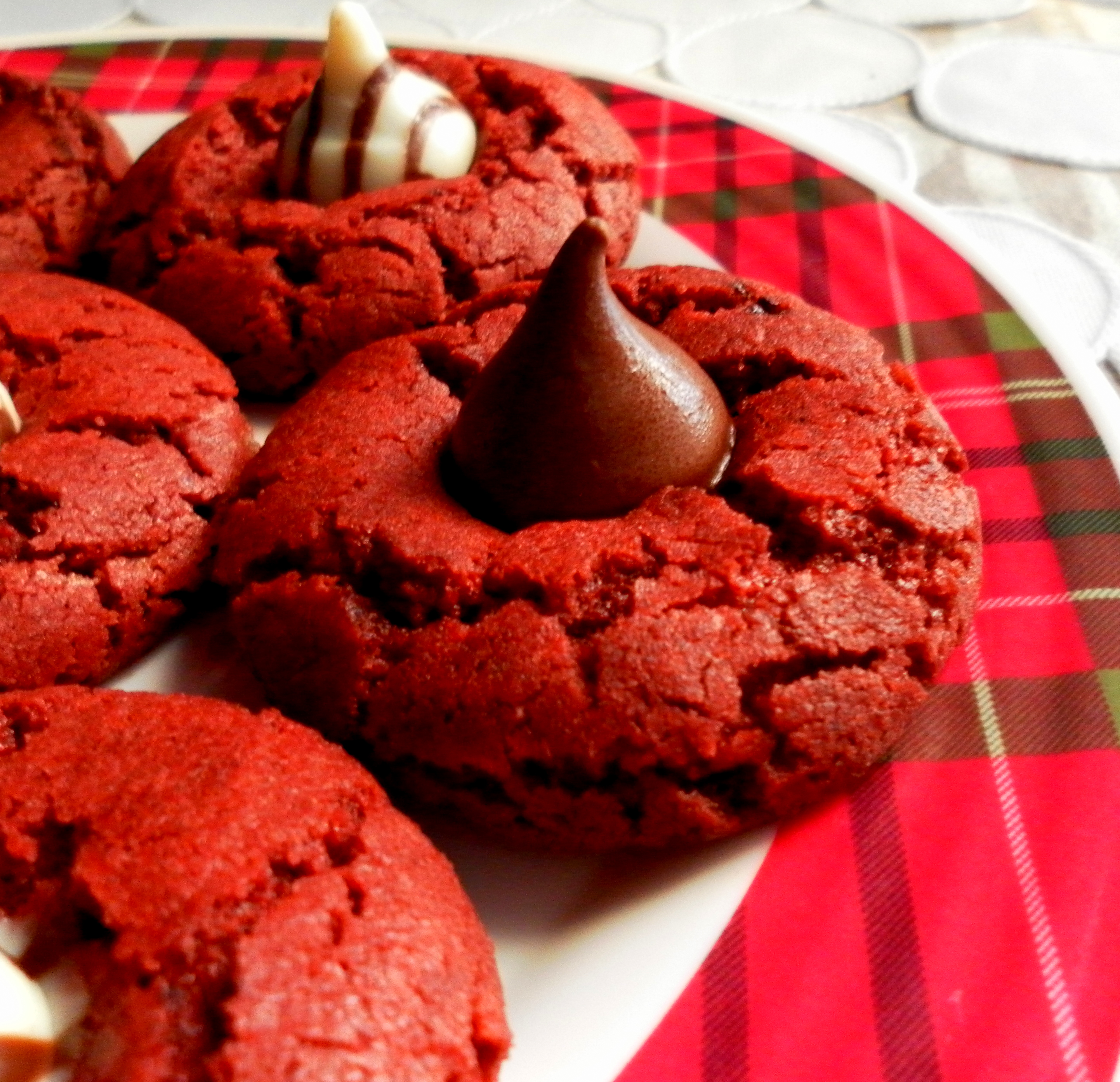 Red Velvet Chocolate Blossoms | Yummy Chunklet